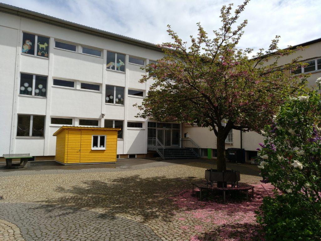 Hof der Grundschule ZweiTälerLand